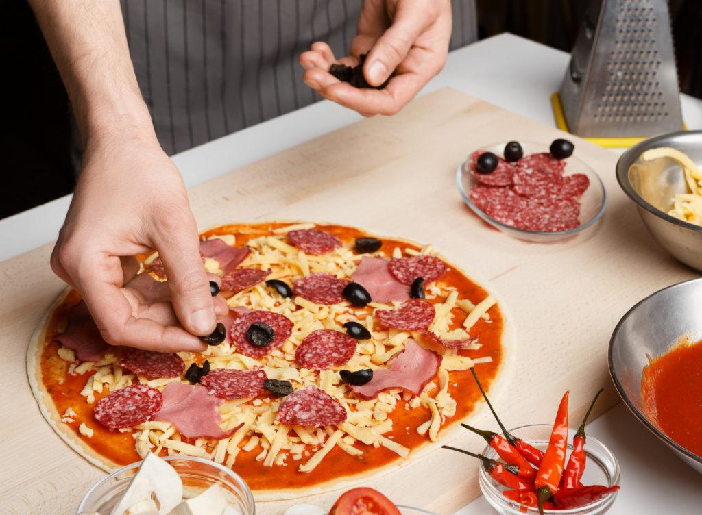 dpizza włoska, papryka, oliwki i inne dodatki